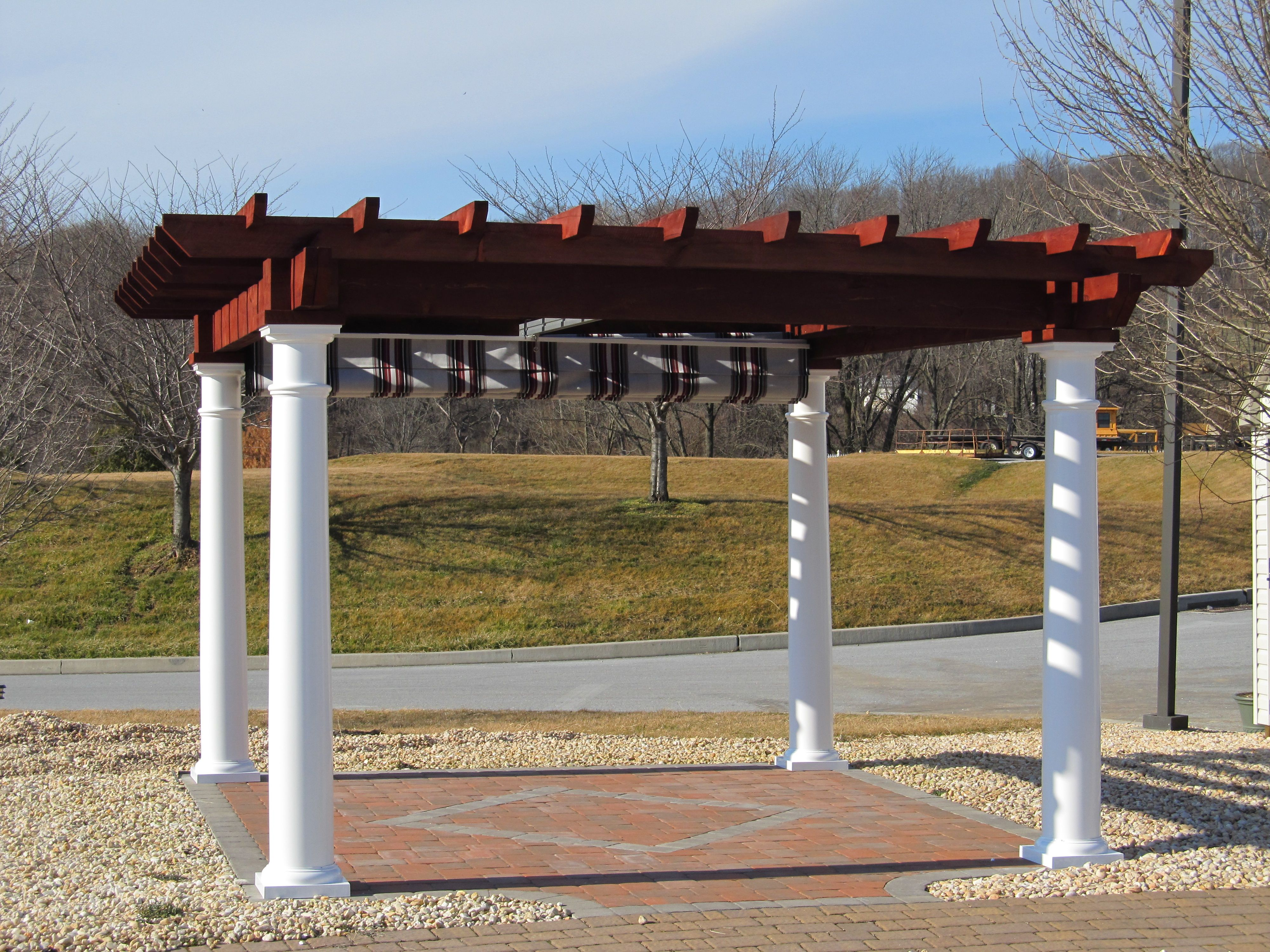 12 X 14 Artisan Pergola With A Mahogany Stained Top 10 Columns And Shade System Pergola Backyard Pergola Vinyl Pergola