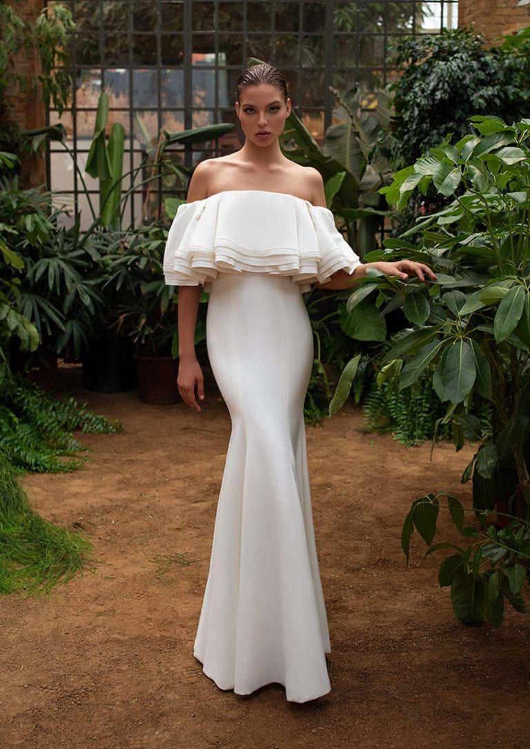 The 15 Biggest Bridal Fashion Trends For Fall 2020 Weddingbells Zac Posen Wedding Dress Crepe Wedding Dress Column Wedding Dress [ 1086 x 768 Pixel ]