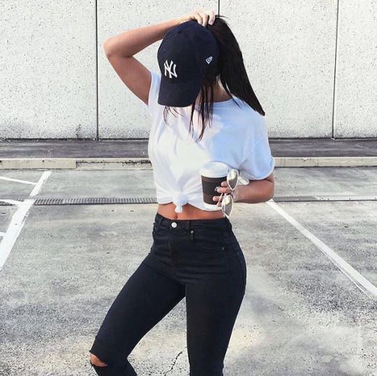 Outfits with black high waisted jeans tumblr