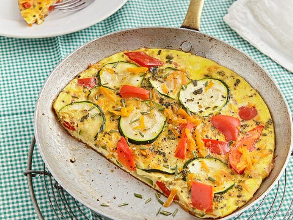 Zucchini-Paprika-Möhren-Frittata mit Hüttenkäse und Tomaten von Keksilein93 | Chefkoch