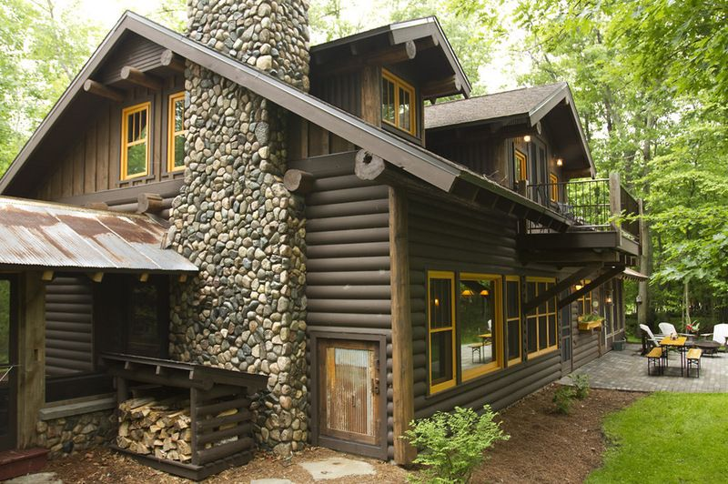 With a darkstained log exterior and fieldstone chimney