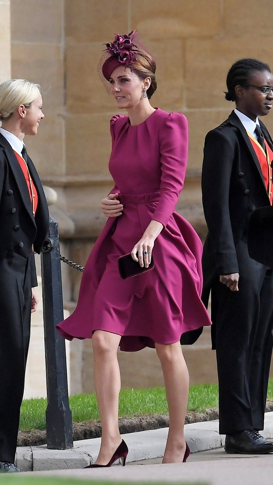 Duchess Of Cambridge At The Wedding Of Princess Eugenie And Jack Brooksbank Oct 21 Royal Wedding Outfits Royal Wedding Guests Outfits Kate Middleton Wedding