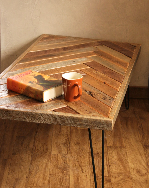 Reclaimed Wood Chevron Coffee Table Rustic Coffee Table Etsy Moveis De Metal Mobiliario Antigo Mobiliario Moderno [ 1500 x 1188 Pixel ]