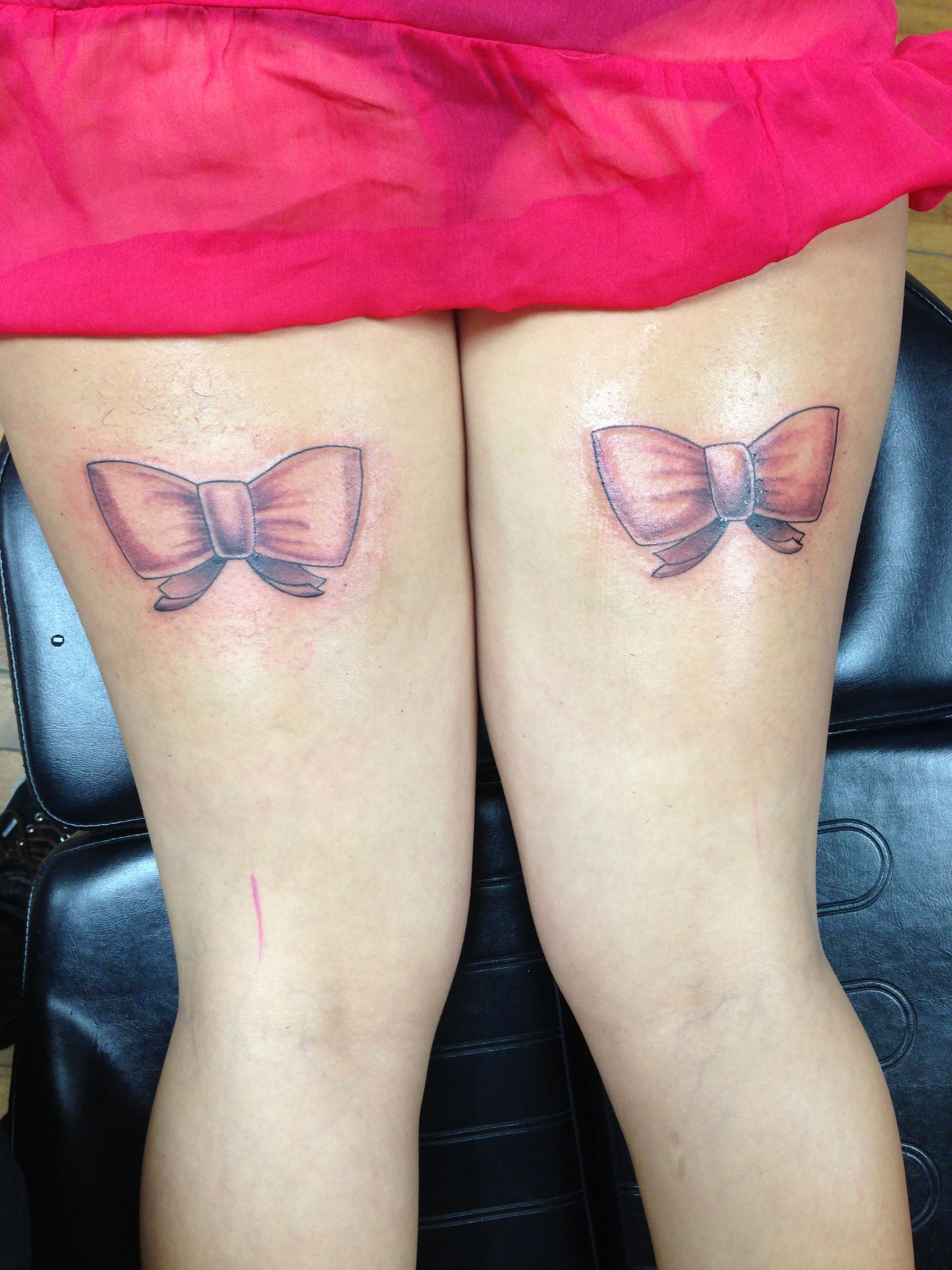 lace bow tattoo thigh - photo #34