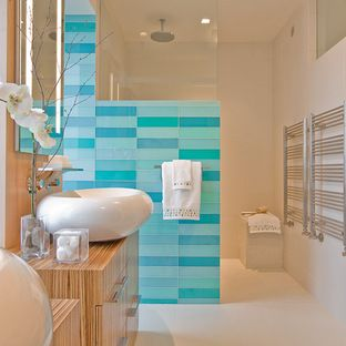 white & navy color scheme | bathroom color schemes