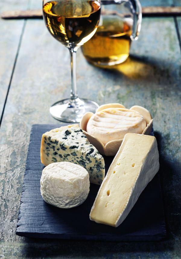 Plateau de fromages ©Natalia Klenova shutterstock #wineandcheese