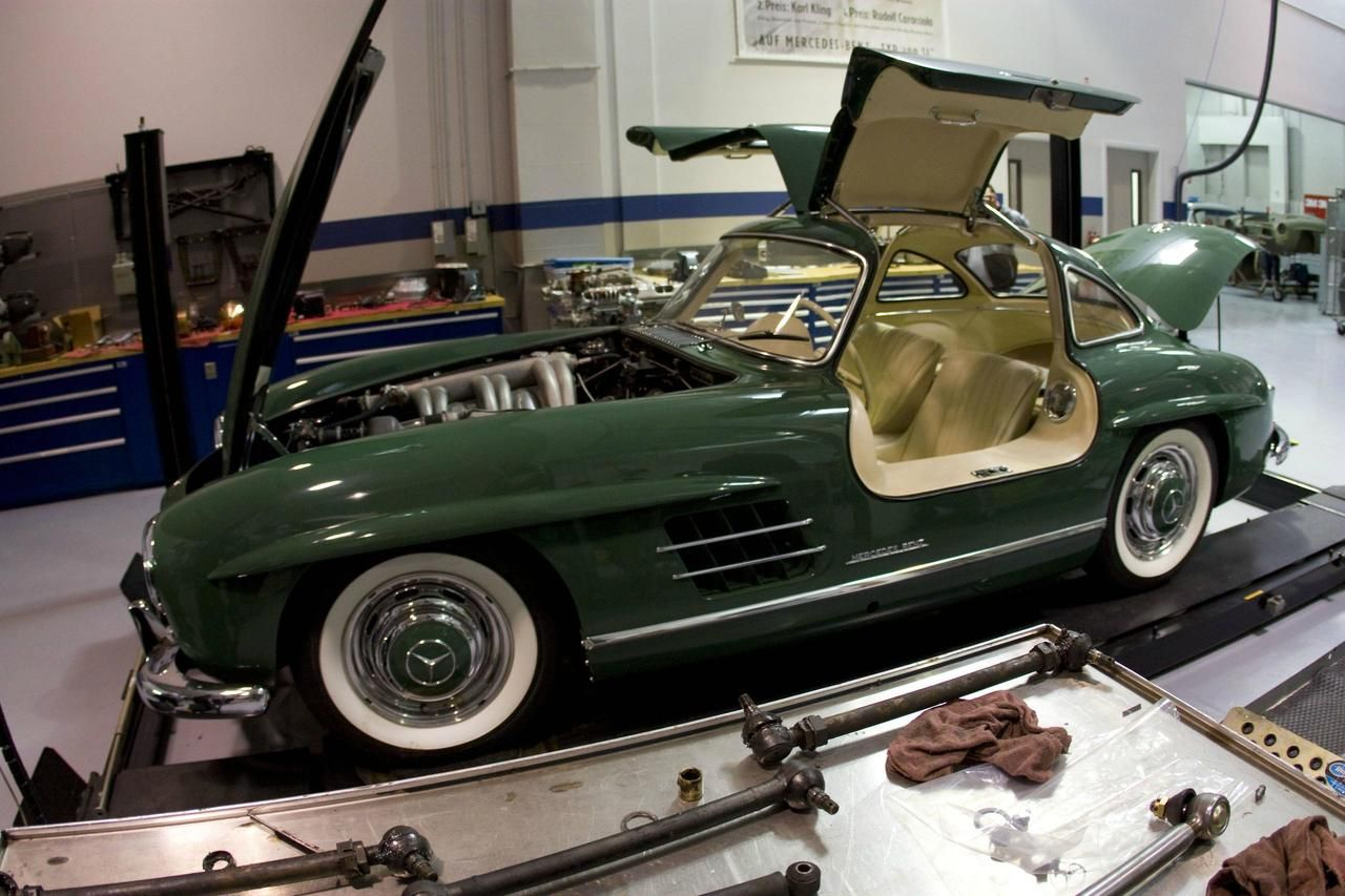 Mercedes 300 SL Gullwing green