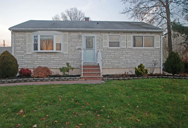 Great Ranch In Raritan Ave Manville Boro Nj Listed At 175 000 Affordable Housing Home Ownership Outdoor Structures