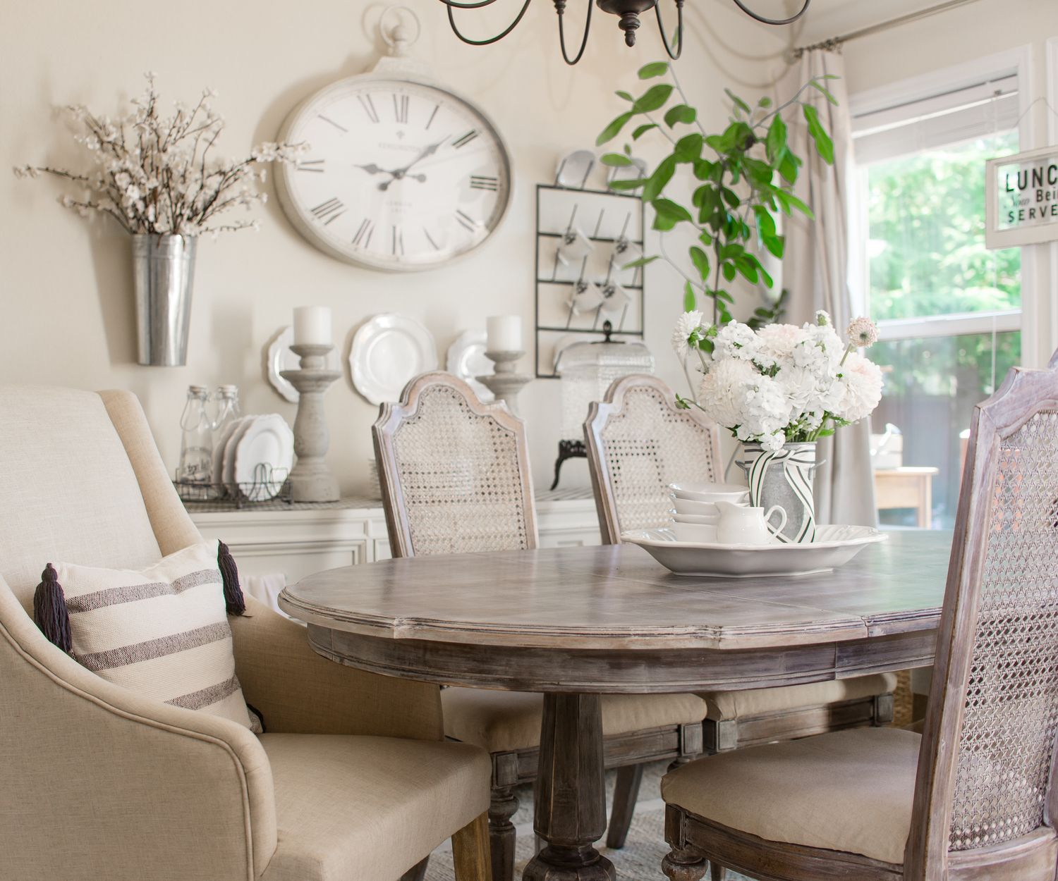 Mixing Old And New Decor Dining Room