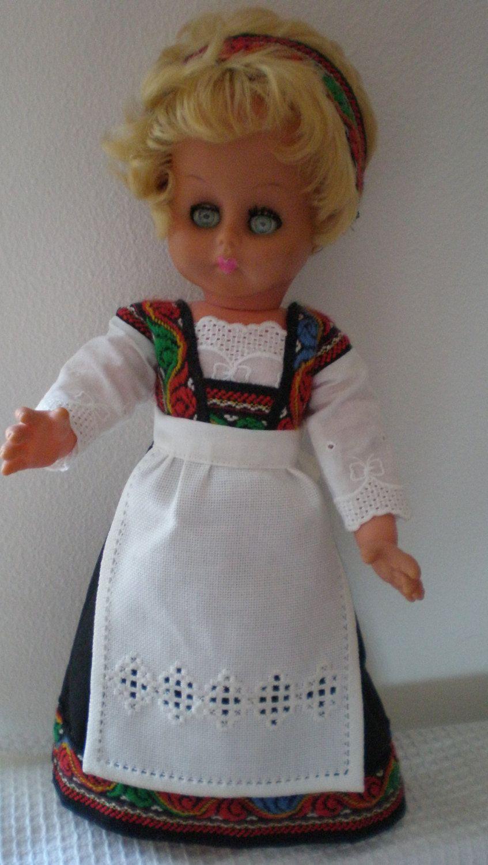 Noorse Hardanger pop met handgemaakte kleding en door BareNorsk