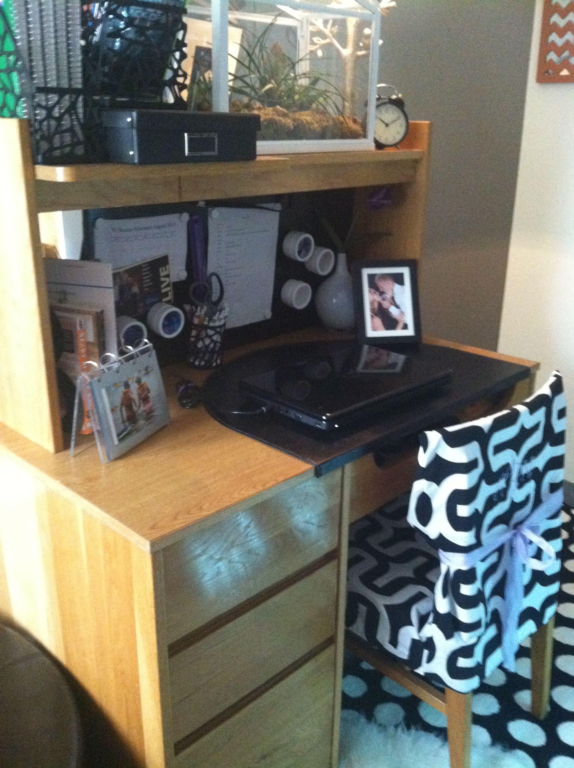 dorm desk college life pinterest dorm desk dorm. Black Bedroom Furniture Sets. Home Design Ideas