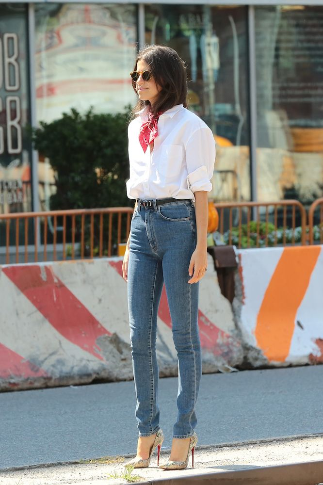 Trend alert how to tie a neck scarf like a pro inspirao neck scarves are officially the new statement necklaces here are 13 street style stars to ccuart Image collections