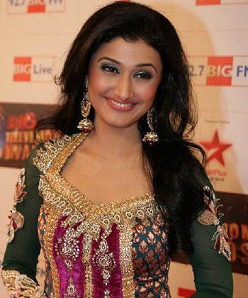 ragini khanna singing