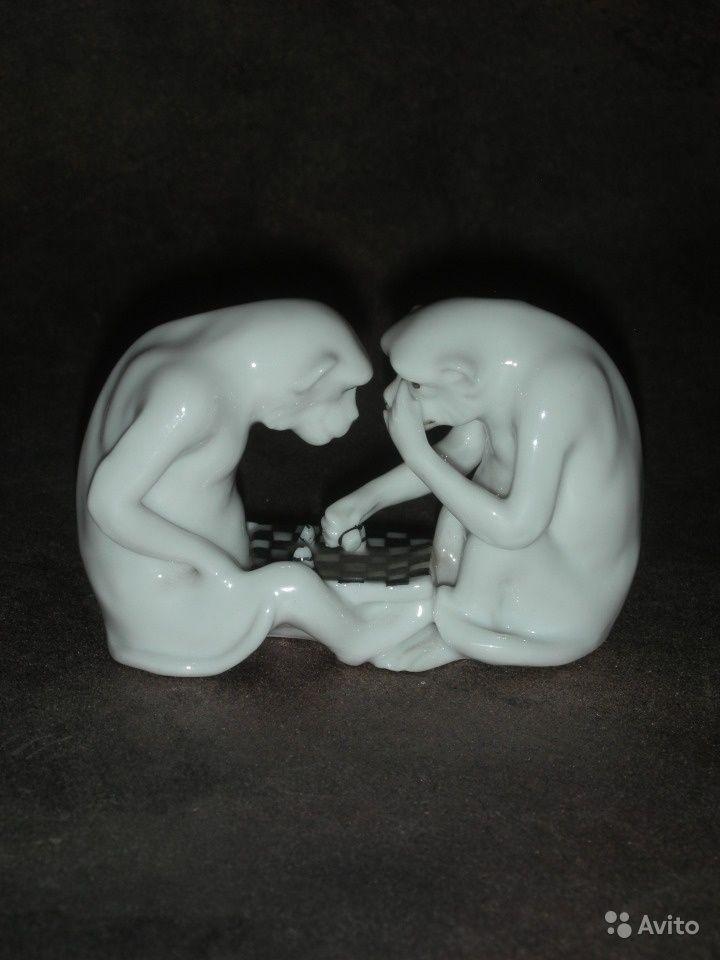 Фарфор. Животные и птицы «Два шимпанзе за игрой в шахматы ...