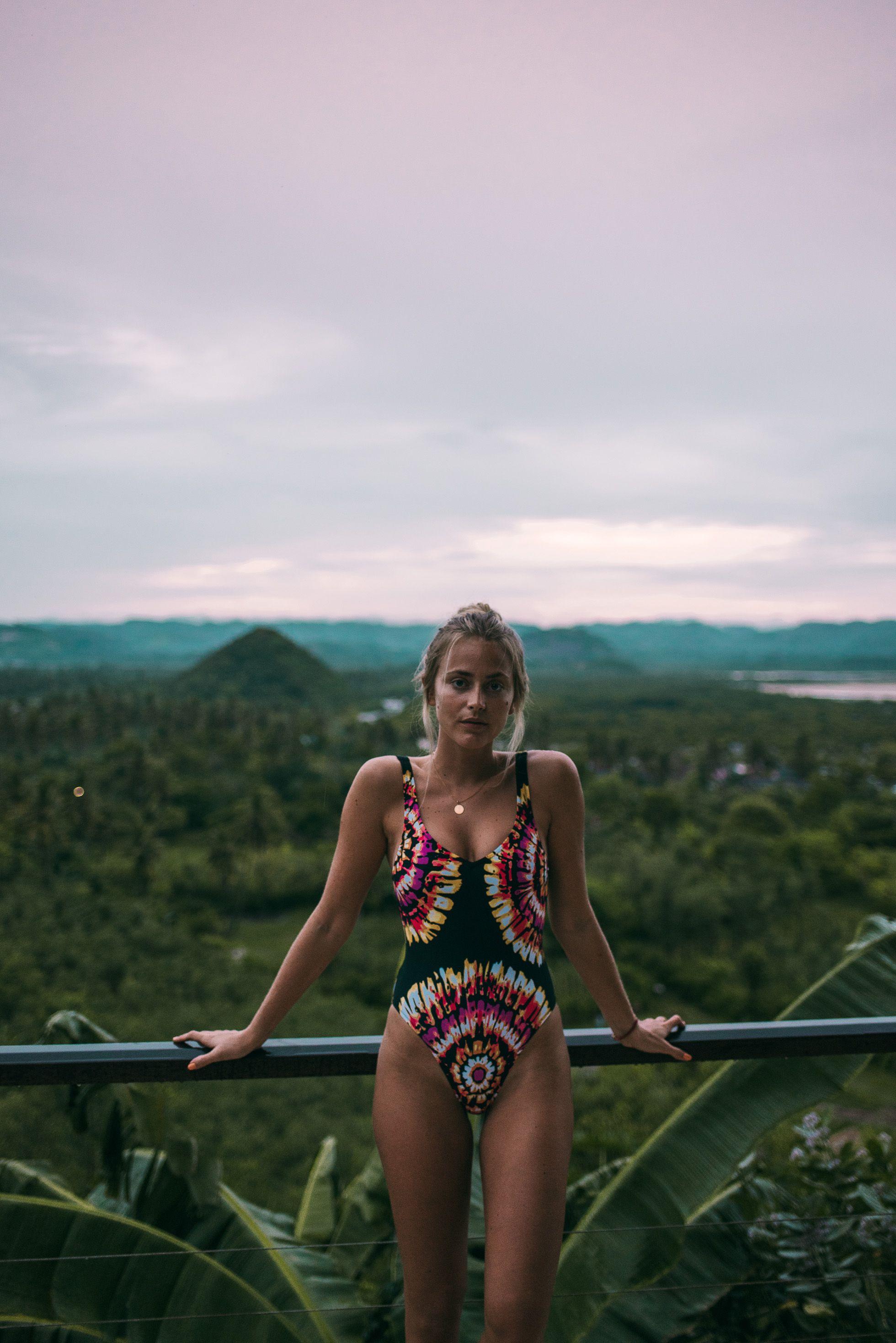 janni delér bikini
