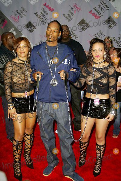Snoop dogg dating white girl.