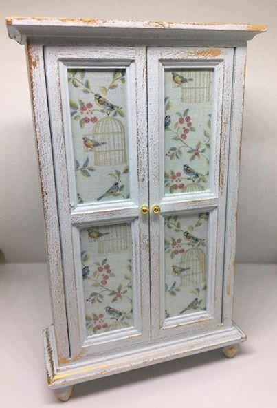 Handgefertigte Miniatur Puppen Haus Möbel. Shabby Chic Stil Mintgrün  Garderobe Mit Vogel Aufkleber Von CraftySue77