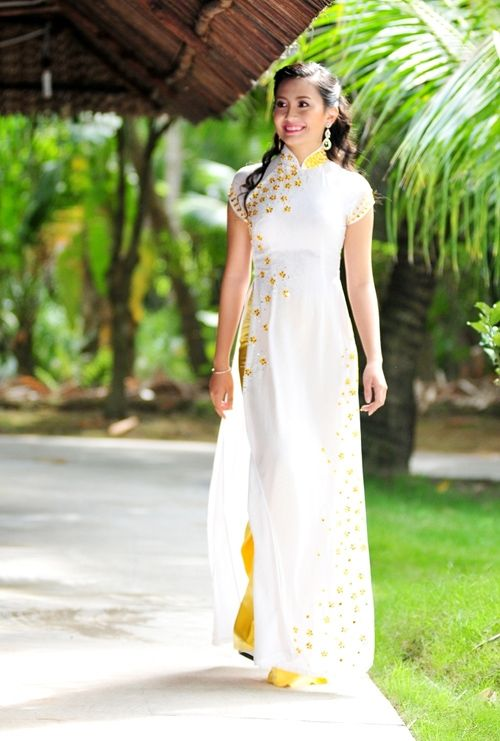 Ao dai phu dau/ bride maid Vietnamese dress. Instead of yellow, change the color to coral.