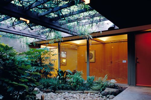 Exquisite courtyard of a mid 20th century Texas house designed by ...