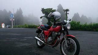 霧ではありません。 雲の中を走っています。 このまま雲と一緒に 空に昇りたいと願います。