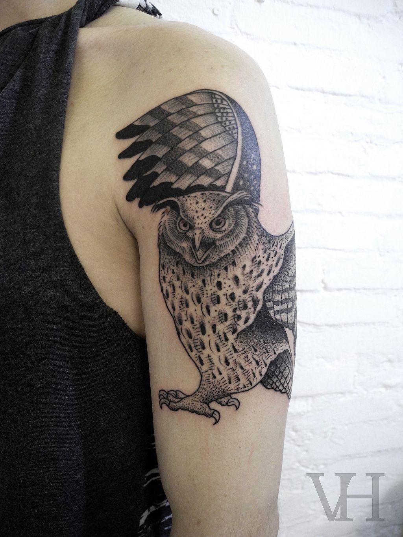 owl by valentin hirsch shoulder arm tattoos tatouages. Black Bedroom Furniture Sets. Home Design Ideas