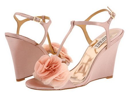 Shoe Ideas For A Beach Wedding Make Sure You Select Shoes The Girls
