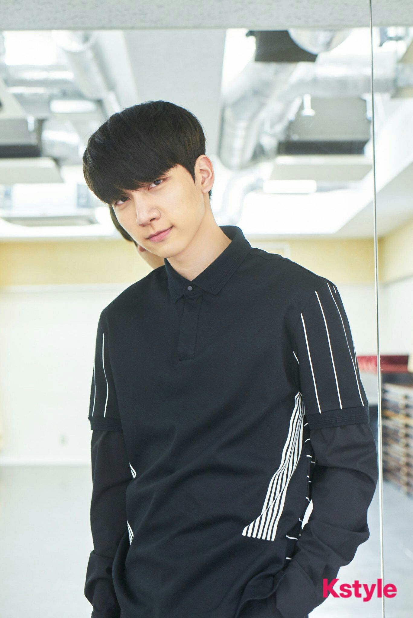 170414 @Kstyle_news Twitter update with Hyuk (3/3) 💙 Cr. @ withVIXX