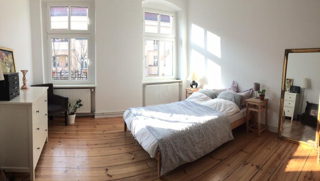 Gemtliches groes Schlafzimmer in heller Berliner