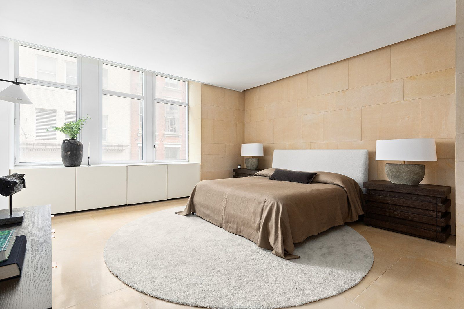 Kanye West And Kim Kardashian S Former Soho Pad Lists For 4 7m Soho Apartment Kanye West Apartments For Sale