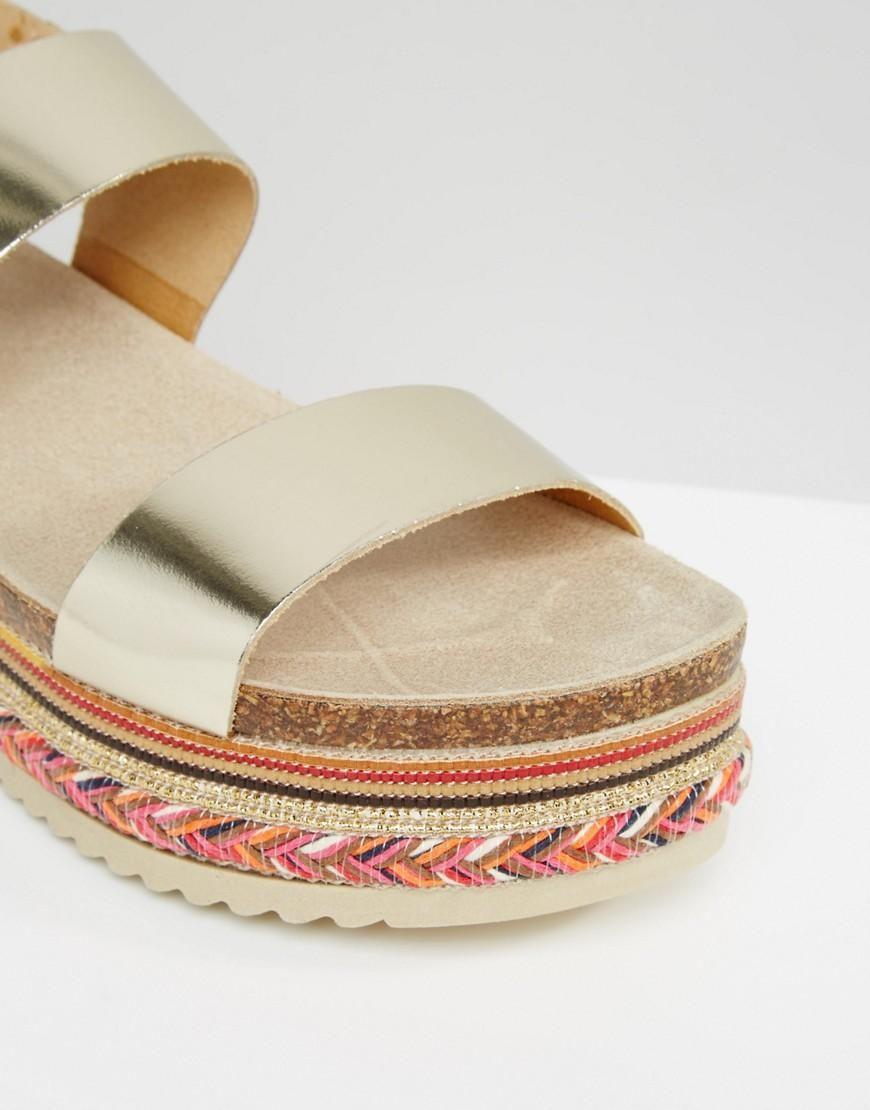 Carvela | Sandalias de plataforma plana de cuero con cuentas en dorado Kitten de Carvela en ASOS