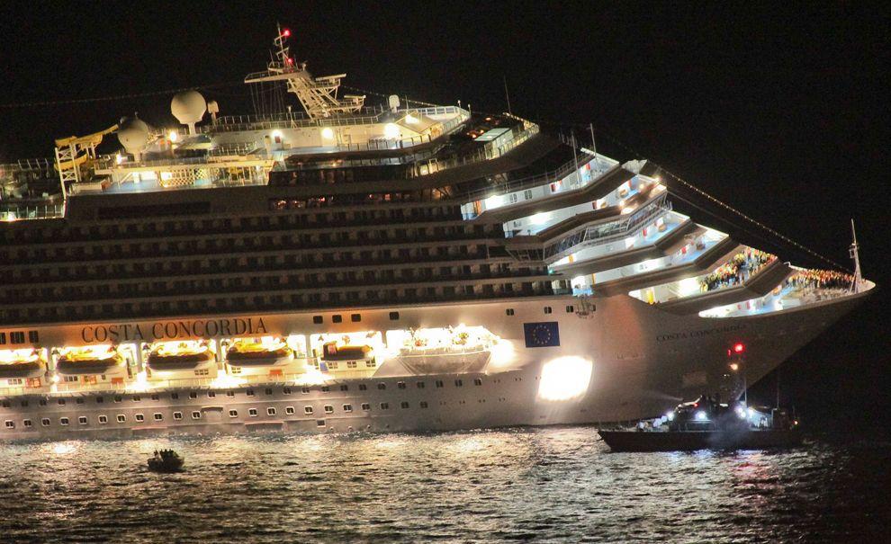 Costa Concordia Cruise Ship Runs Aground Off Coast Of Italy Cruise Ship Concordia Princess Cruise Ships