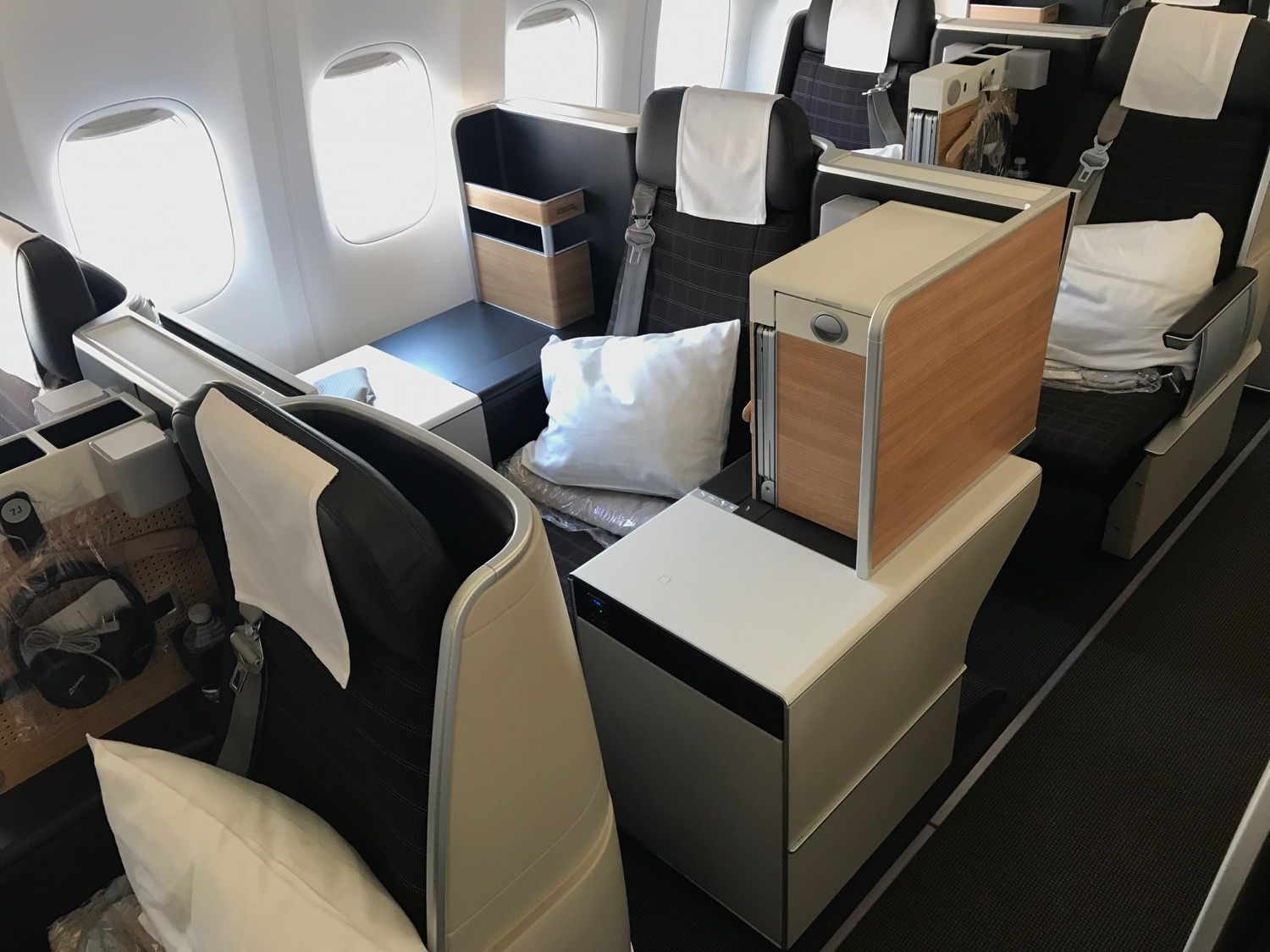 First Impression of SWISS 777300ER Business Class Mixed