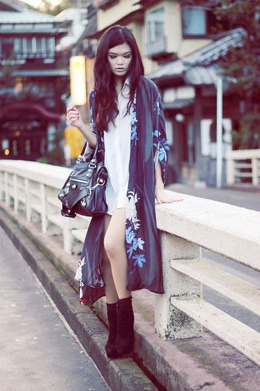 Modern Zara Kimono. This (with pants, or at least a skirt) is how I'm want to style my vintage kimono when I get it. Simple top, modern bag, and my Marni platform boots.