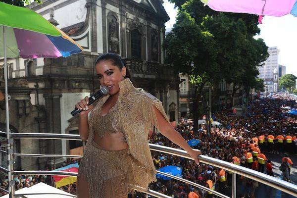 Gshow: Anitta se empolga e arrasa no 'trá trá trá' no Blo...