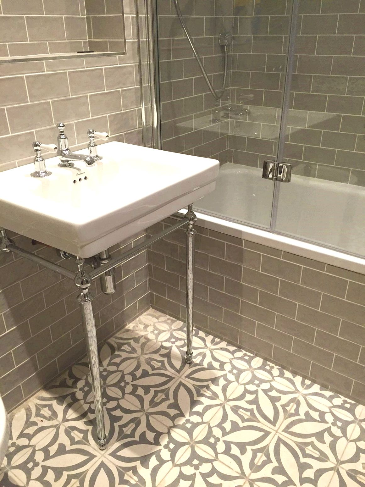 4 Things That Will Help Lower The Cost Of Renovating Bathroom Appearance Jessi S Home Decor Vintage Bathroom Tile Bathroom Tile Designs Bathroom Floor Tiles