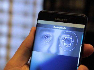 The Galaxy Note 7 from Samsung uses an infrared sensor to scan the user's iris and unlock the phone.