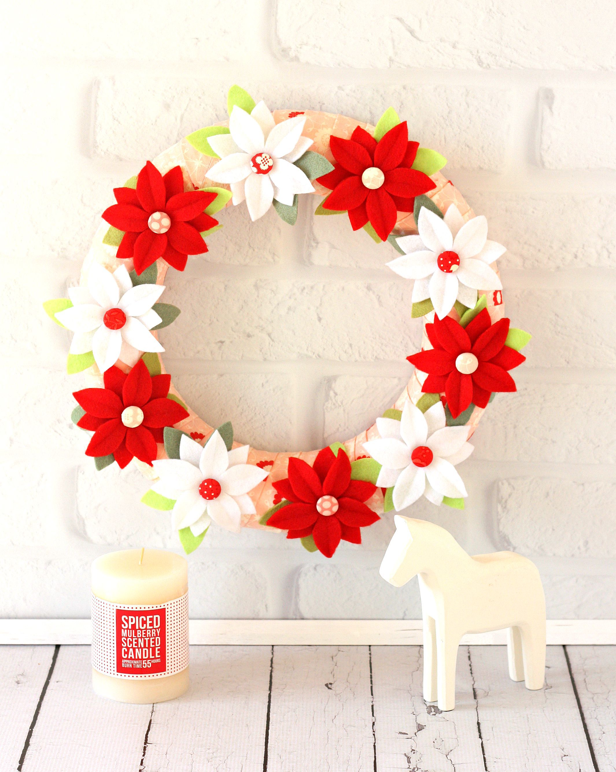 Christmas Poinsettia Wreath pdf pattern by shop