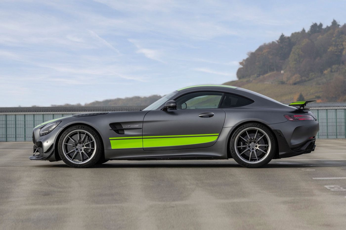 Mercedes Benz Goes Faster With Its Amg Gt R Pro Mercedes Amg Gt