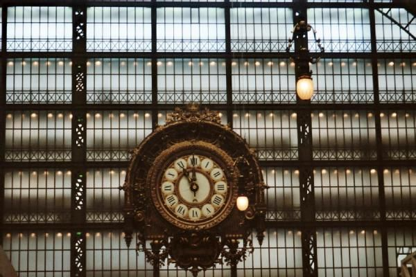 The famous train station clock @ MDO