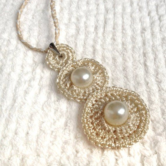Artículos similares a collar de tejer de joyería de ganchillo de cadena de plata / collar de ganchillo / joyería de tejer // regalo para ella en etsy