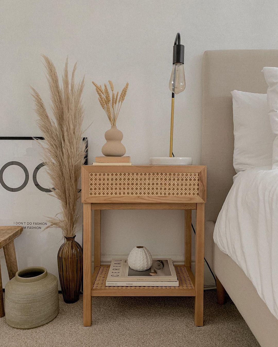 Alix On Instagram When You Stumble Upon Two Of The Most Perfect Bedside Tables In Homesens Nachttisch Dekor Minimalistische Nachttische Moderne Nachttische