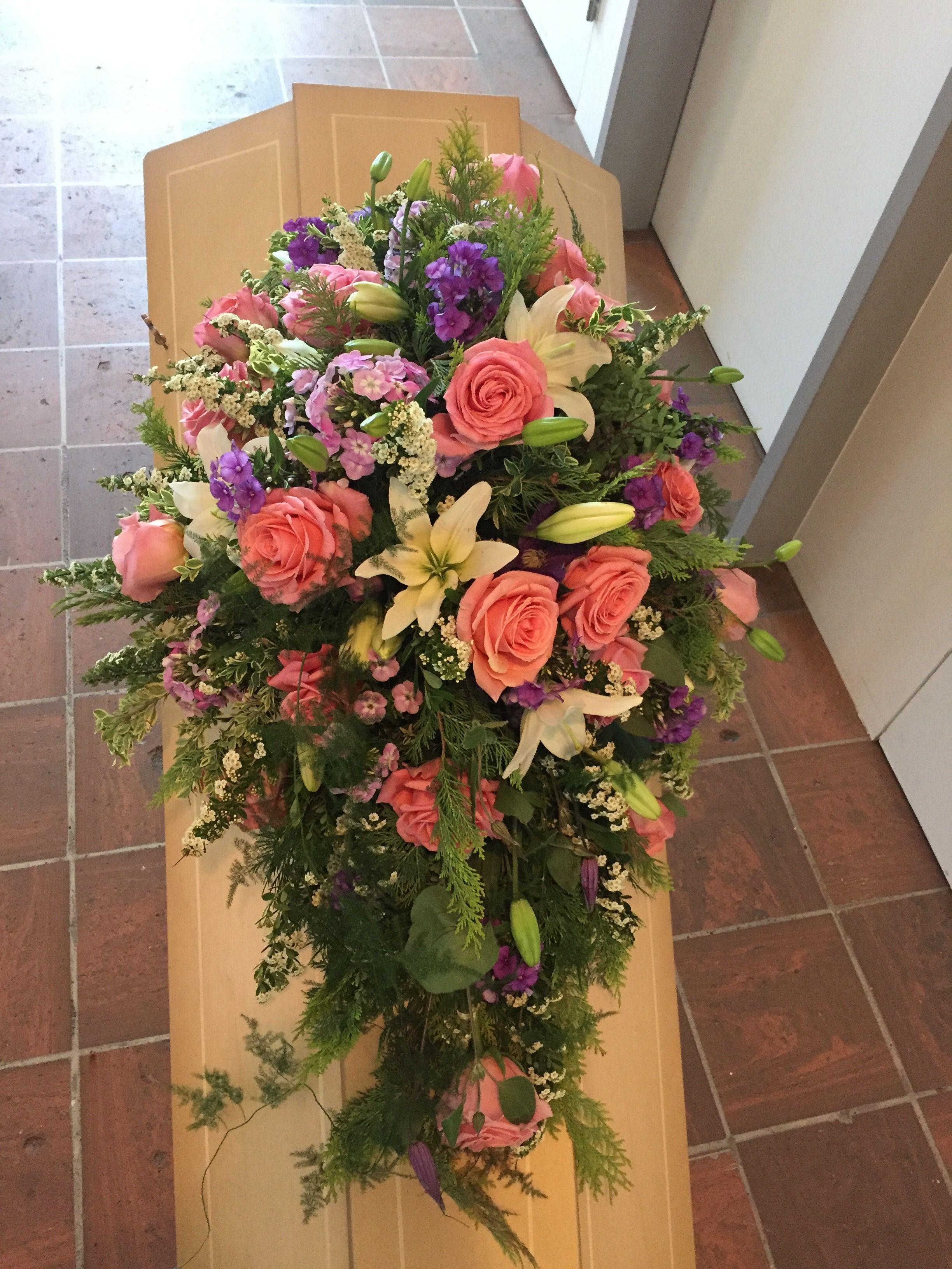 Pin By Popple River Primitives On Sargschmuck Casket Flowers Funeral Flower Arrangements Flower Arrangements