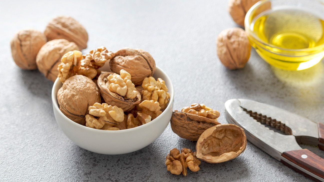 7 Promising Benefits of Walnut Oil 7 Promising Benefits of Walnut Oil 1 Can boost skin health 2 May decrease inflammation 3 Helps lower blood pressure 4 Improves blood su...