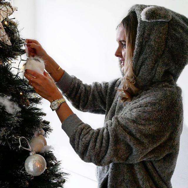 cecilie_lange - Christmas party ???? Efter et par timer i Holland er det tid til, at vende snuden hjem til K�benhavn ?? #rimeliggodonsdag #hkmsantababy #hunkemollerambassadors #hunkemoller #bunny #christmas