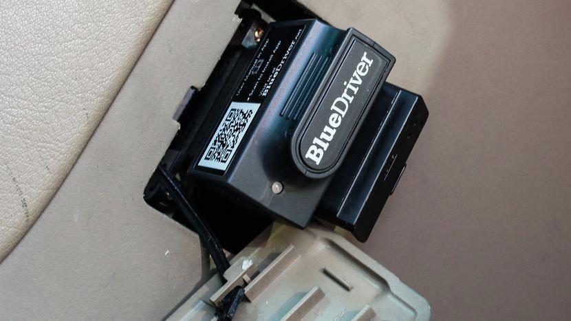 OBDII diagnostic device BlueDriver interprets engine