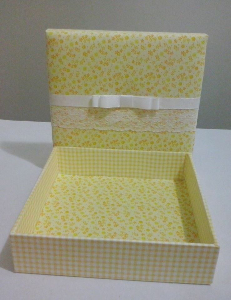 Caixa Quadrada Em Mdf Forrada Com Tecido Floral Amarelo 100