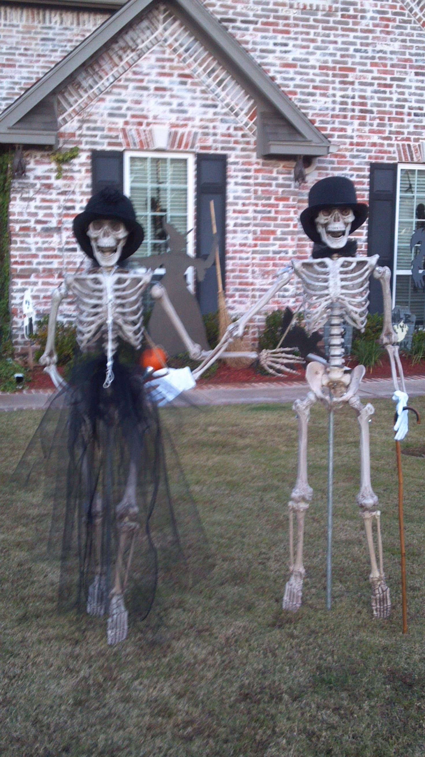 Easy to decorate jointed skeletons....who knows where they ...