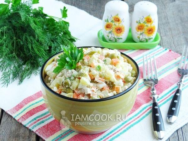 Салат «Столичный» с курицей и солеными огурцами | Рецепт ...