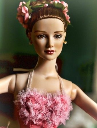 About Spring Time: From the 2014 Tonner Ballet collection, Spring Time uses a brunette Daphne sculpt.