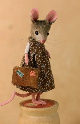 This young mouse is going to NYC with her aunt Laura...she hopes to have a book contract in her little suitcase when she returns! -- MousesHouses: April 2010